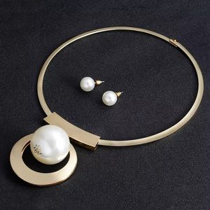 Elegant Pearl Pendant Set With Earrings